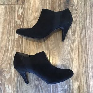 Coach And Four Black Suede Booties. Size 7M